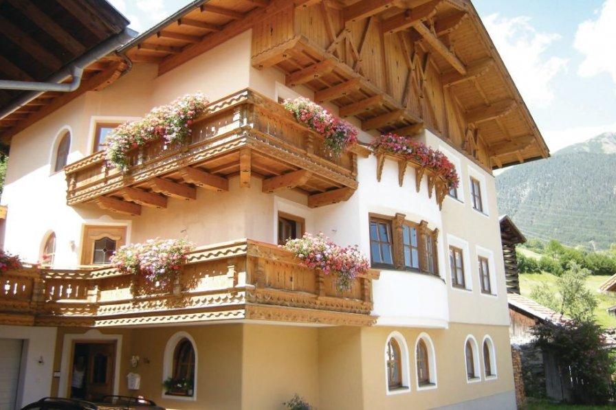 Apartment in Austria, Pians