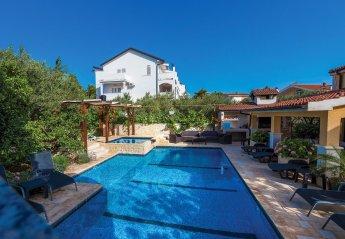 4 bedroom Villa for rent in Brodarica