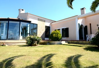 4 bedroom Villa for rent in Colares