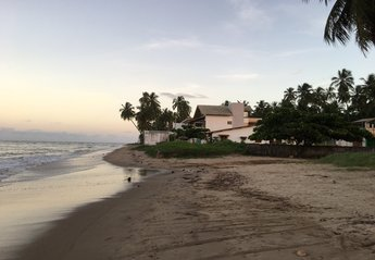 House in Brazil, Maragogi: beach view of house