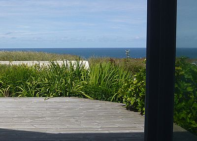 House in United Kingdom, Cornwall: Deck and sea view from lounge /dining room