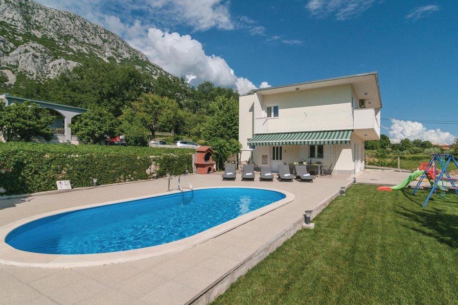 Villa in Croatia, Gata