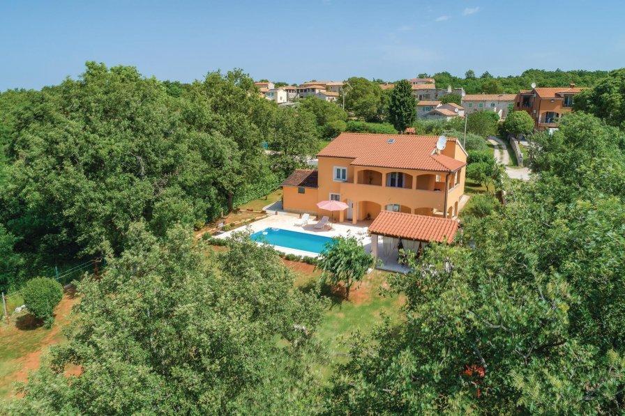 Villa To Rent In Heraki Croatia With Swimming Pool 211453