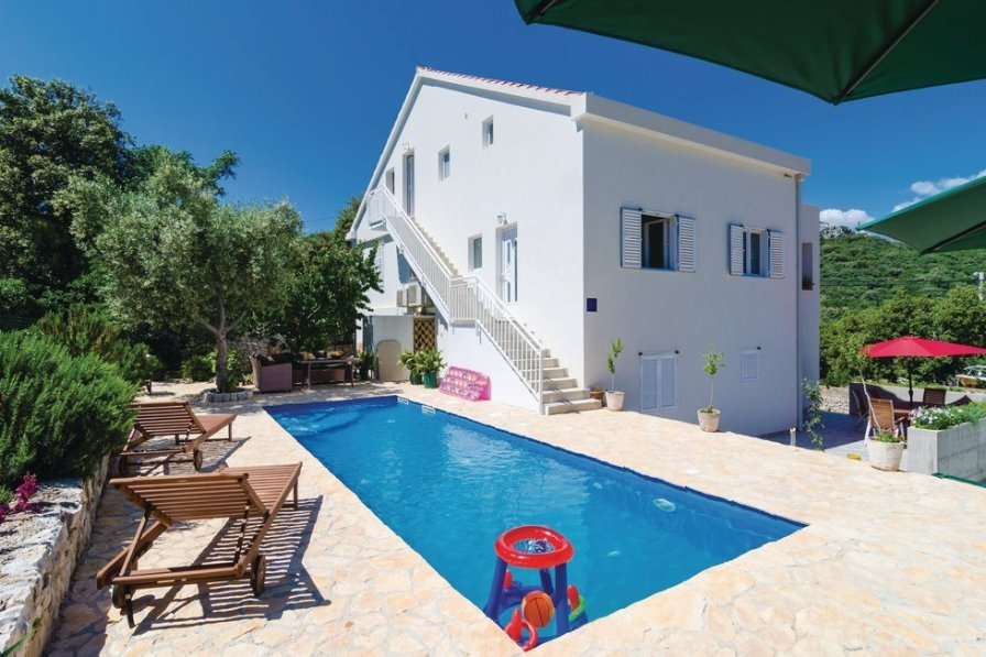 Holiday apartment in Zaton with shared pool