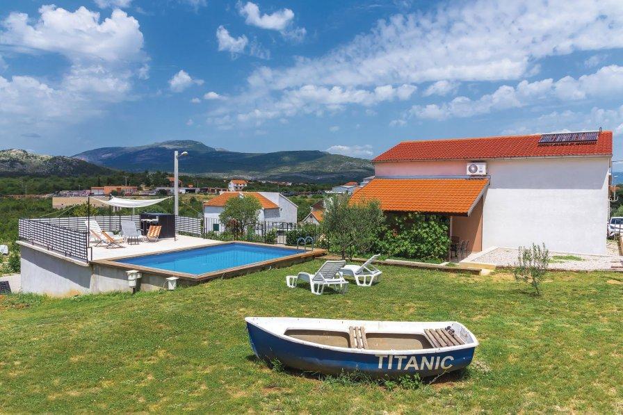 Villa in Croatia, Drniš
