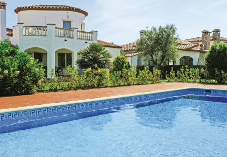 Villa in Vilacolum, Spain