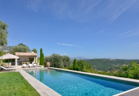 Villa in Plan de Noves, the South of France