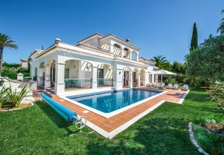 Villa in Areias de Almansil, Algarve