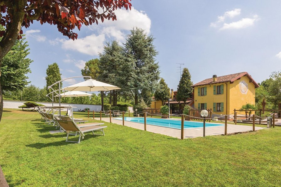 Villa in Italy, Monzambano