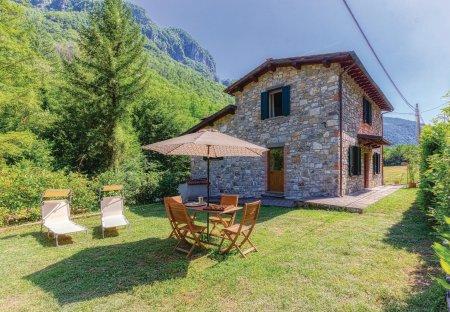 Villa in Fabbriche di Vergemoli, Italy