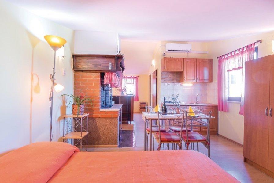 Studio apartment in Croatia, Valbandon
