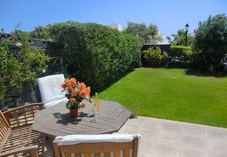 Villa in Golf del Sur, Tenerife: Relax in the sun in your own private garden