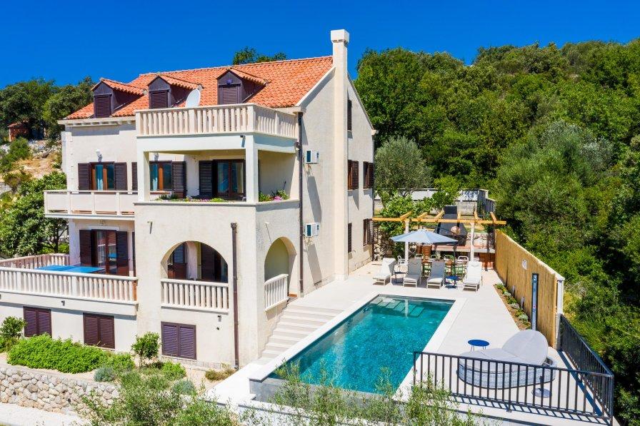 Villa to rent in Slano