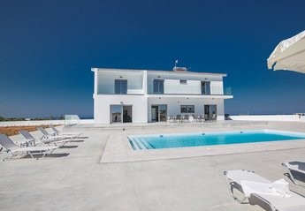 6 bedroom Villa for rent in Central Protaras