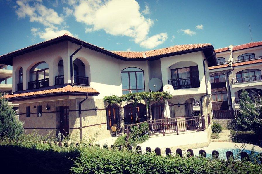 Villa Azaleya 3 bdr seaside