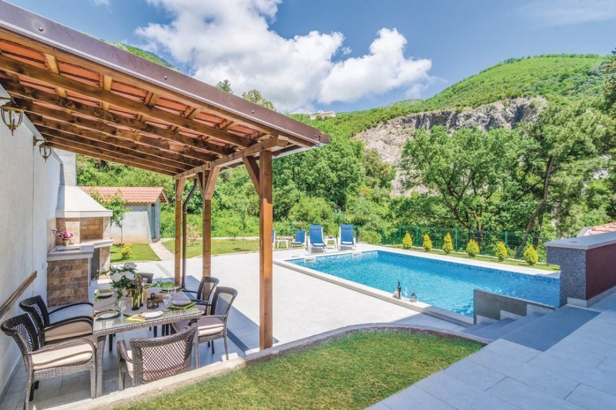Studio with swimming pool in Herceg Novi