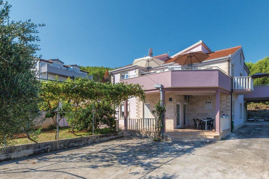 Studio apartment in Croatia, Arbanija