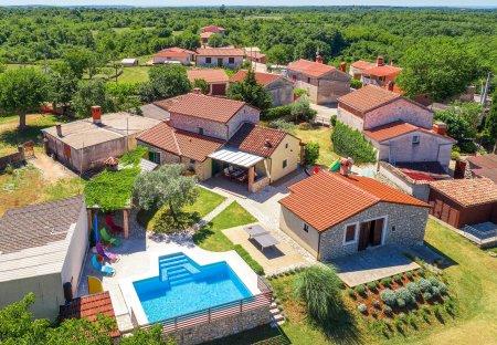 Villa in Šarići, Croatia