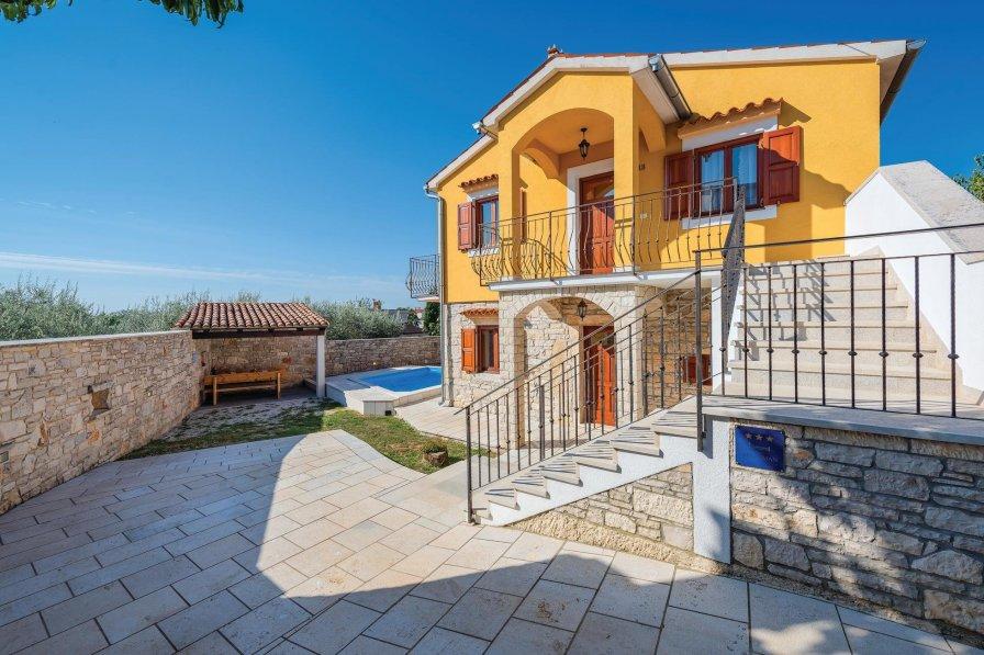 Villa To Rent In Vo Teni Croatia With Swimming Pool 215873