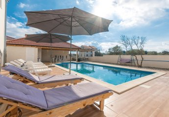4 bedroom Villa for rent in Bibinje