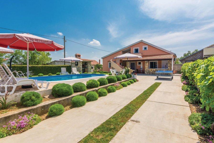 Villa To Rent In Zemunik Donji Croatia With Swimming Pool 217018