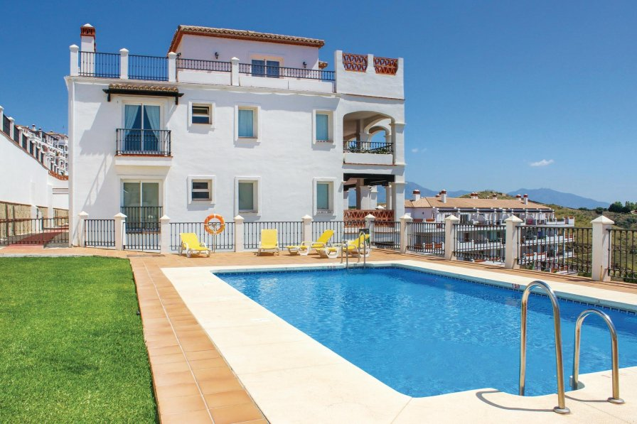 Apartment To Rent In Sitio De Calahonda Spain With Shared