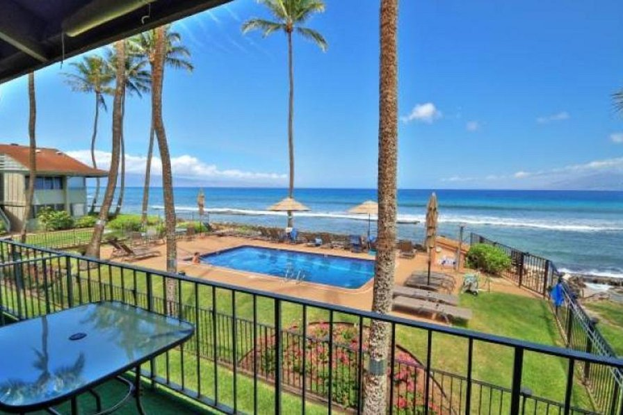 Direct Beach/Ocean front, 20 Steps to the Water! 2bd/2ba Condo