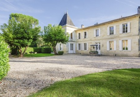 Chateau in Coutras Est, France