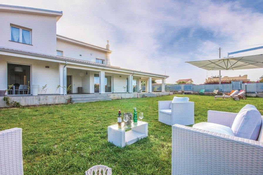 Villa in Italy, Carini