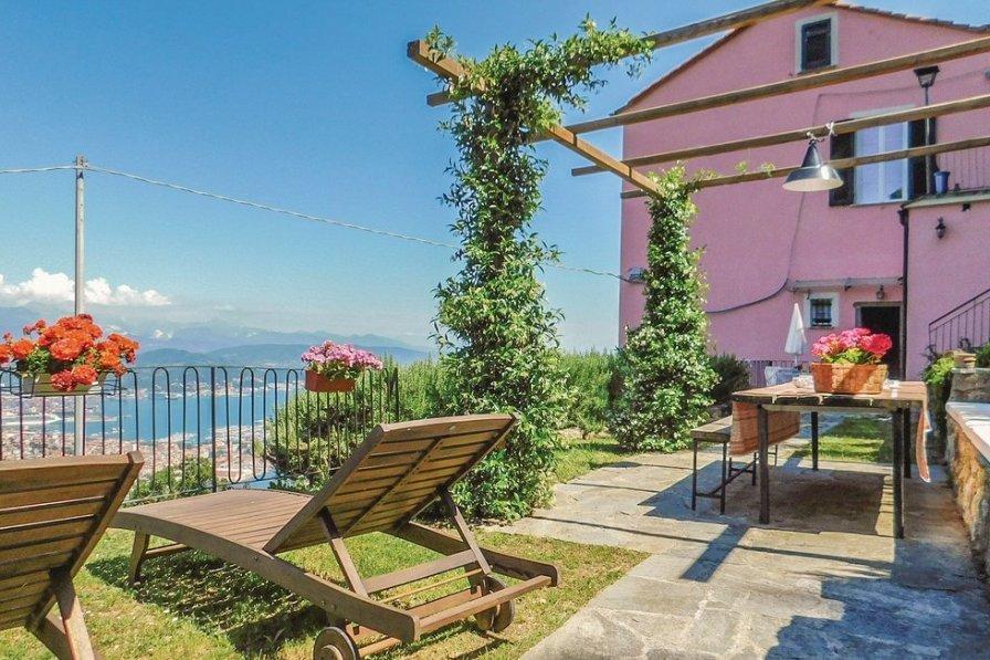 Apartment in Italy, La Spezia: