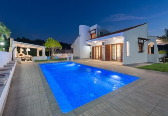 4 bedroom Villa for rent in Ixia