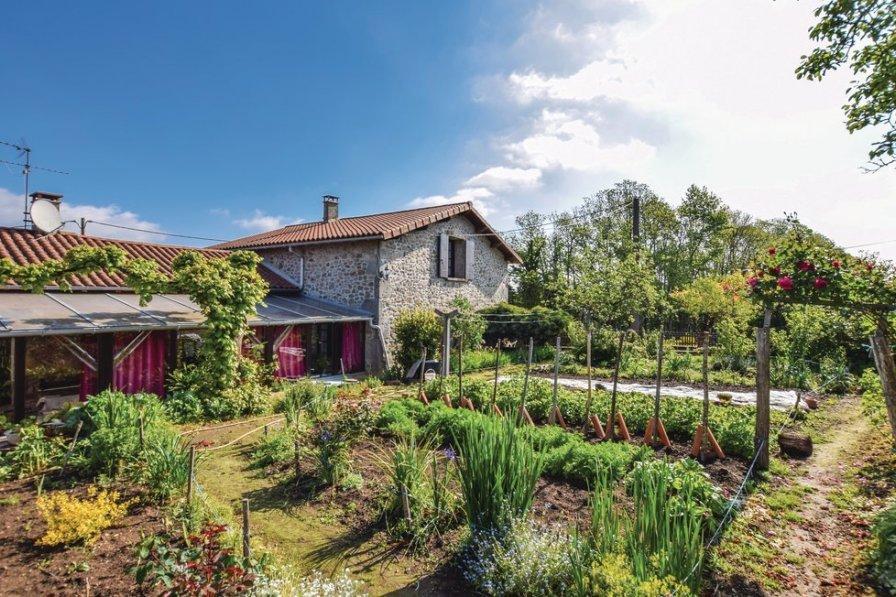 Villa in France, Saint-Barthélemy-de-Bussière