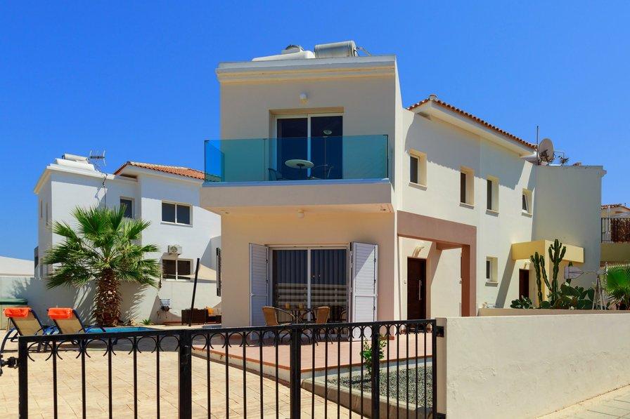 Villa Alexa - 2 Bedroom Villa with Pool - 2 Minutes to Beach