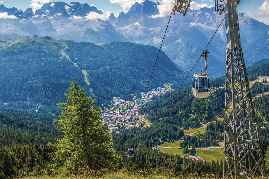 Apartment in Italy, Marilleva 1400: Cableway over the mountain of Madonna di Campiglio, a town in ..