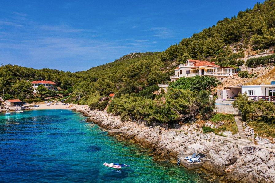 Villa in Croatia, Karbuni