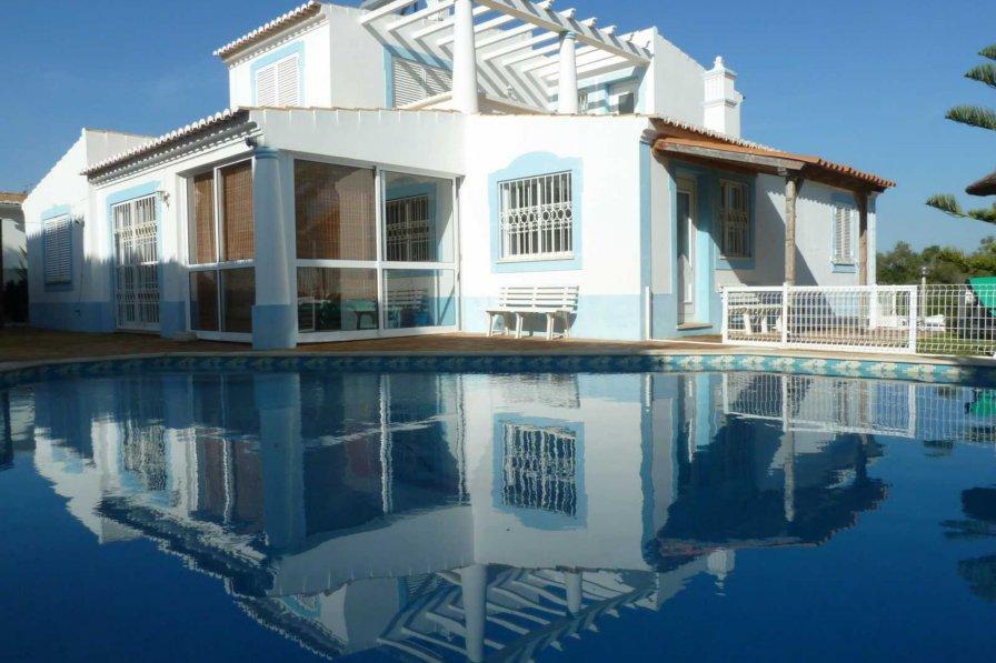 Villa in Portugal, Guia