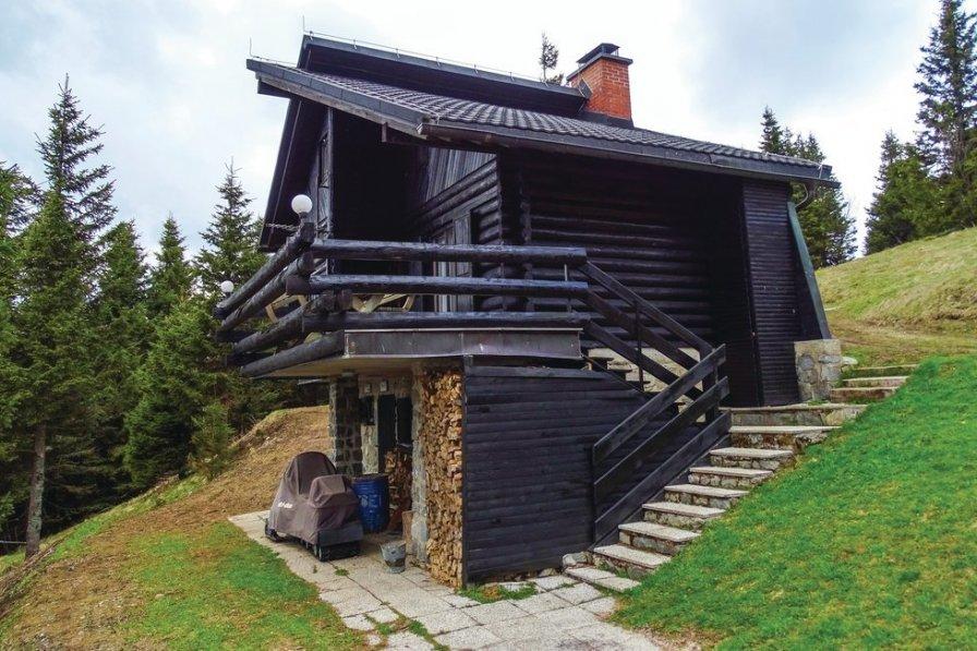 Villa in Slovenia, Legen