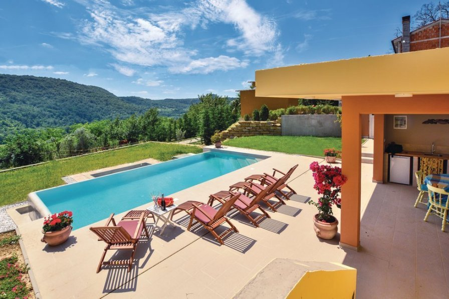 Villa rental in Krkavče with swimming pool