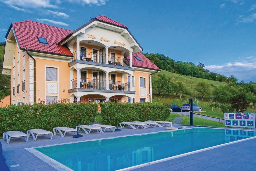 Apartment with shared pool in Pišece