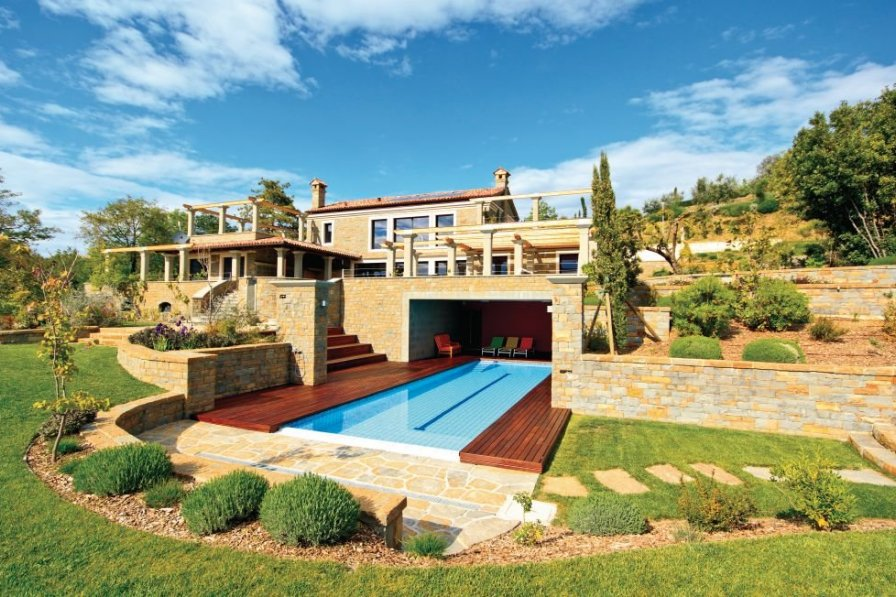 Villa to rent in Lucija