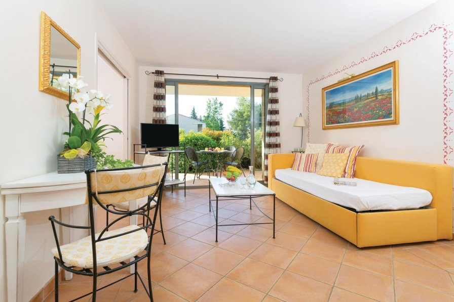 Saumane-de-Vaucluse holiday apartment rental with shared pool