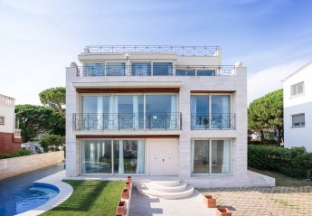 5 bedroom Villa for rent in Castelldefels