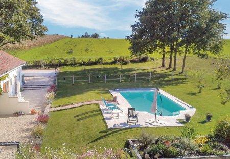 Villa in Asnois, France