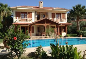 Villa Hatira Spacious private villa sleeping 6 in 3 bedrooms