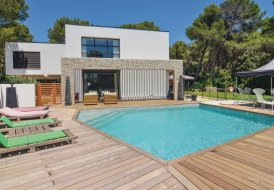 Studio Apartment in Les Viougues Ouest, the South of France