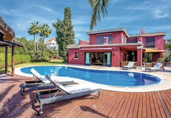 6 bedroom Villa for rent in Elviria
