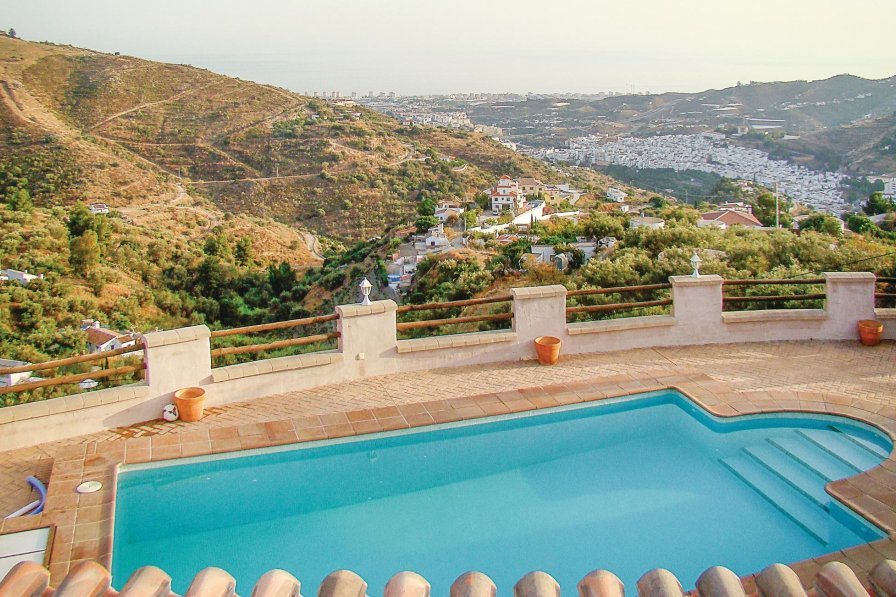 Villa To Rent In Torrox Spain With Swimming Pool 220232