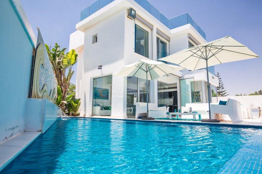 Villa Larisa, 4 bedroom front line villa with private pool