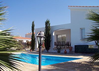 Villa in Cyprus, Coral Bay Centre: Pool and villa