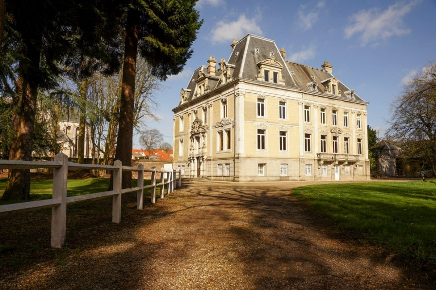 Chateau in France, Hallines